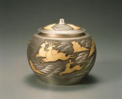 金銀彩壺 「山背」 増田三男作 平成2年(1990) 東京国立博物館蔵