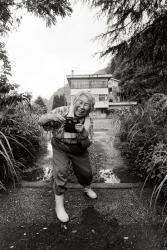 大西暢夫《徳山小学校校門跡の増山たづ子》1996年