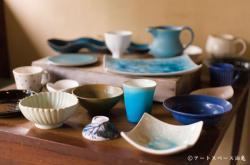 「青のうつわ、白のうつわ。」より出品作品の一例