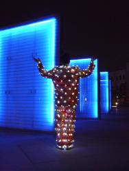 日下 淳一   「インターフェース」展 (鎌倉画廊 2010/11/13-12/25)- 電飾打掛スーツ(C)Akira KOBAYASHI