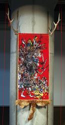 「僕は今日、神様に会ったんだ。」  2011年 / 200×105×15cm 素材:布・レース・紐(綿・ポリエステル)、反応性染料、    金糸、毛皮(狐)、角(鹿)、ステンレス棒など 技法:ろう染め、インクジェットプリント、ミシンワーク