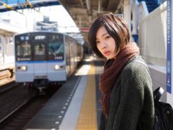撮影:三橋康弘|相鉄線を待つ女(ヒト)2016年