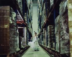 曹斐(ツァオ フェイ)「自分の未来は夢にあらず02」 2006年/120 x 150 cm/Cプリント© Cao Fei / Deutsche Bank Collection