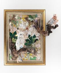 西ノ宮佳代「Elegance」2015 80.2×85.0×20.0cm, モザイク:石、ガラス、陶器、貝、流木、金属、その他・木製パネル、スタイロフォーム、セメント