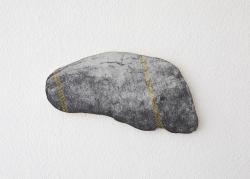 石ころーヘリンボーンー / 紙、アクリル、色鉛筆 / 19.8×42×1.6cm  / 2021