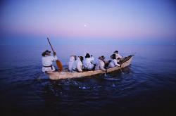 白夜の北極海にクジラを追う 撮影:星野道夫