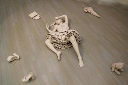 伊藤幸久/「ヘルメスかタナトス」/2012/陶/H30x65x125cm