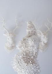 米谷健+ジュリア《 Dysbiotica 》 2020 磁器土、 FRP ©️Ken + Julia Yonetani, Courtesy of Mizuma Art Gallery
