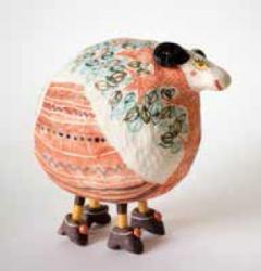 「オレンジ初夢sheep」 2015年 陶、アルミ、フェルト 8×14×14cm