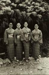 鈴木清「沖縄の民謡歌手 ナハ 」1970年、ゼラチン・シルバー・プリント ©Yoko Suzuki