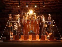 《THE MAUSOLEUM 2 『大霊廟II 』ビッグシスターの夢》2017 BankART 撮影:後藤悠也
