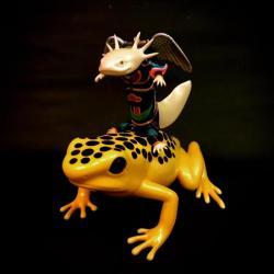 井上裕起 [Salamander 騎蛙鯢天-白、高20cm]